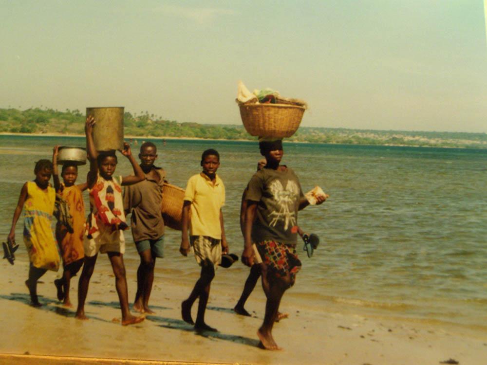 a pesca sulle rive delloceano - Mozambicoa pesca sulle rive delloceano - Mozambico - -