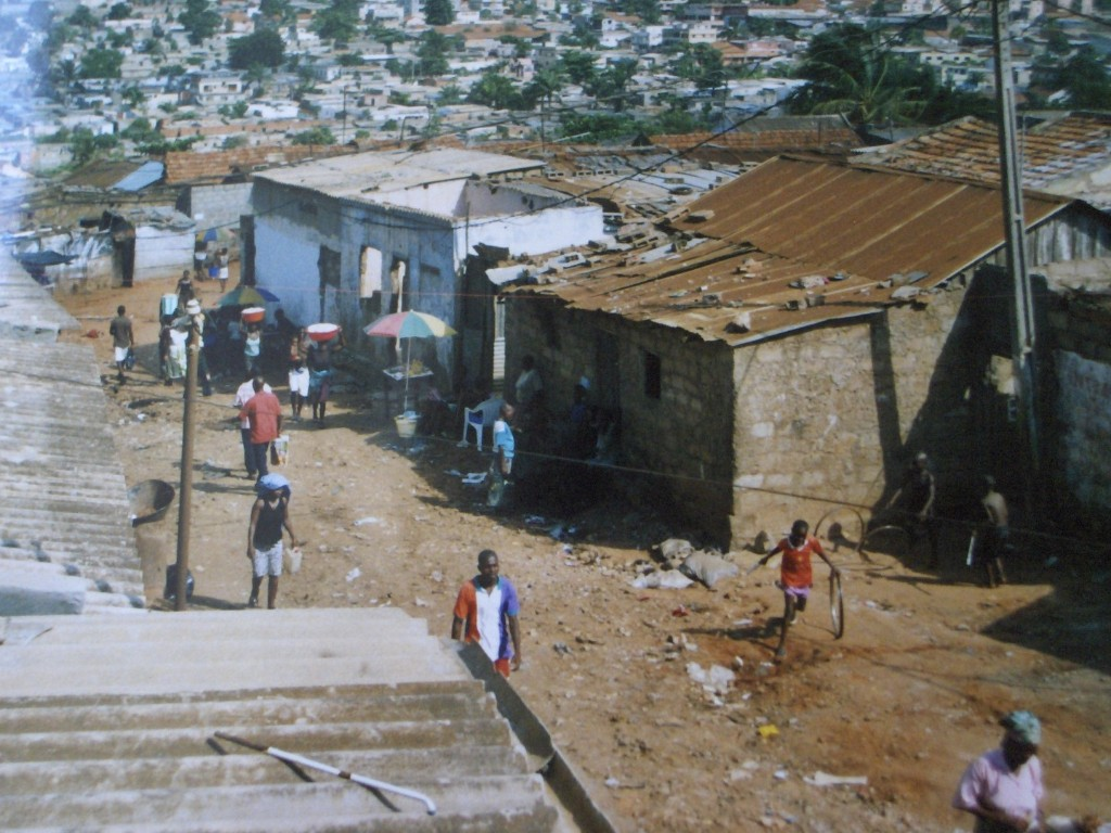 per le vie di Luanda la capitale.jpg 001 1024x768 1 - Angolaper le vie di Luanda la capitale.jpg 001 1024x768 1 - Angola - -