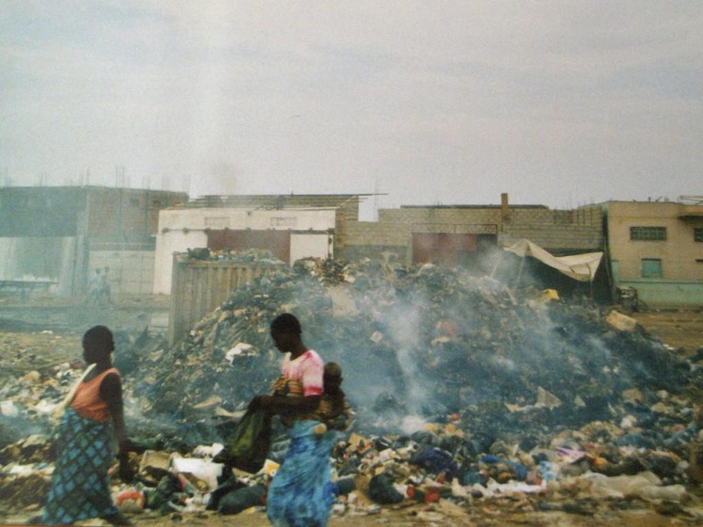 per le vie di Luanda la capitale.jpg 004 1024x768 1 - Angolaper le vie di Luanda la capitale.jpg 004 1024x768 1 - Angola - -