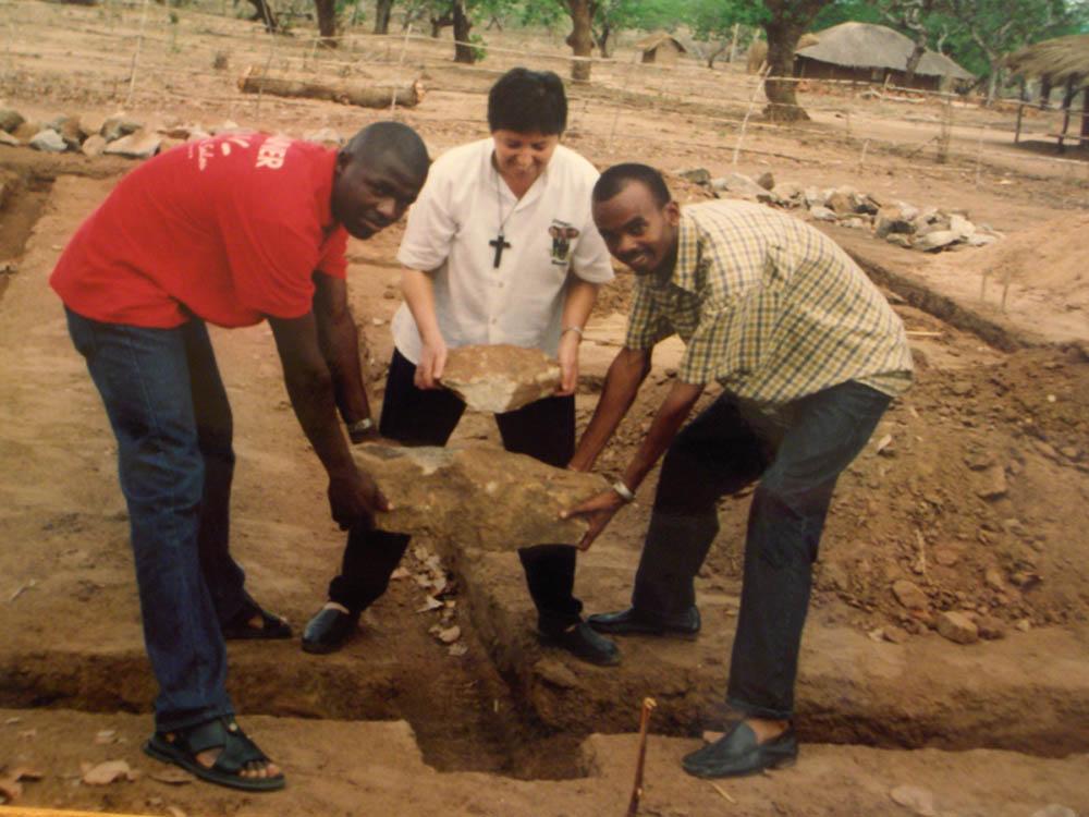 posa della prima pietra per la casa del dottore - Mozambicoposa della prima pietra per la casa del dottore - Mozambico - -
